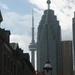 De CN tower komt overal piepen met zijn 553 meter hoogte.