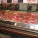 Foto van de uitgestalde vleeswaren.