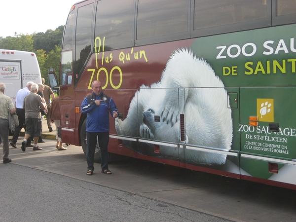 Een ijsbeer naast een ijsbeer.