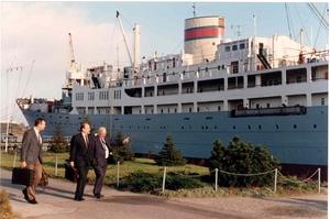 Georg Buchner Sept 1989 -  delegatie uit Antwepen stapt aan boord