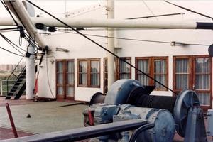 Georg Buchner '89 luik 4 - vensters restaurant passagiers