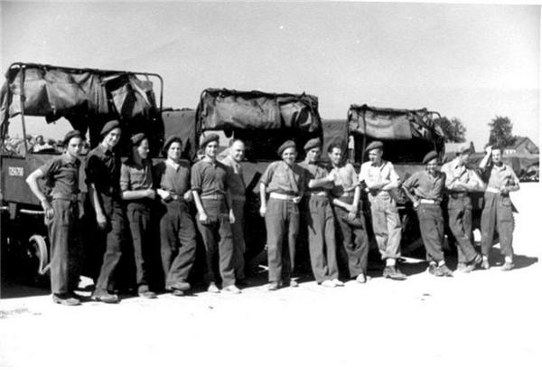11e Linie regiment chauffeurs van Universal BREN carriers en LOYD carriers