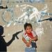 Kind tussezn pistolen