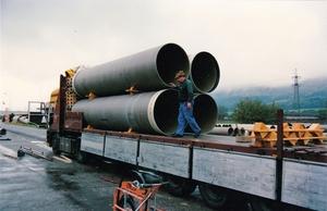 Buizen laden in Thun Zwitserland 1989