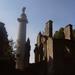 Amerikaans monument met ruine van de kerk !