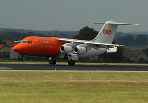 2010_06_19 Airplane TNT-bae-146-200qc