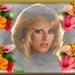 blondje in de bloemen