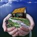 gras huisje in handen