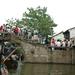 1b Zhouzhuang _boten onder brugje over kanaal
