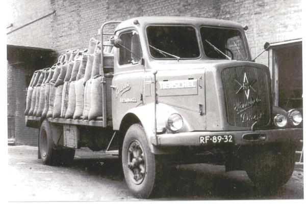 Henschel met zakken koren