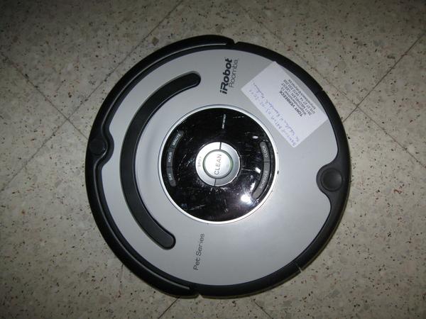 de Roomba Robot poetst het huis 002