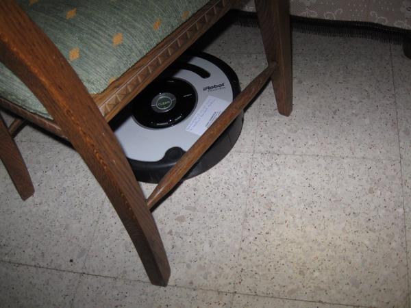 de Roomba Robot poetst het huis 004