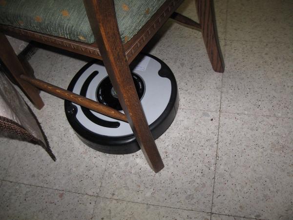 de Roomba Robot poetst het huis 006