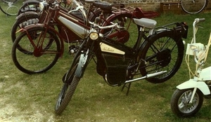 New Hudson 1955 op achtergrond uit 1954