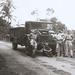 Op weg naar Bandoeng ( ik leun rechts op de wagen)