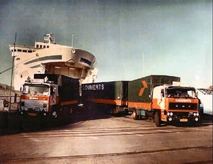 DAF en Scania verlaten de ferry in Travemunde