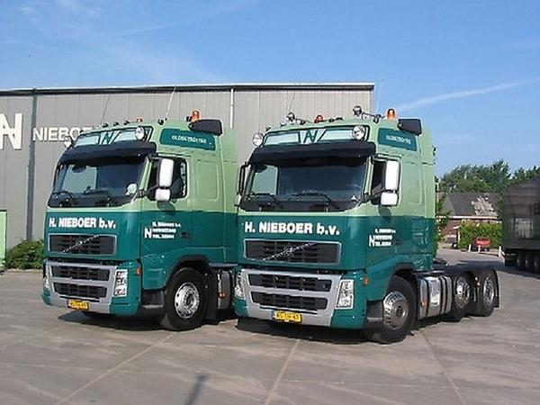 2 X Volvo