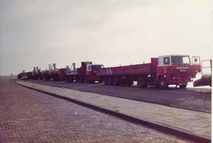 verhuizing boortoren naar Ameland op de dijk bij Holwerd