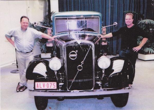 Vader en Zoon Van der Ark bij de Volvo fabriek