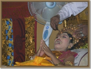 Ceremonie, tandvijlen en haarsnijden