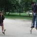 02) Sarah en papa op stelten