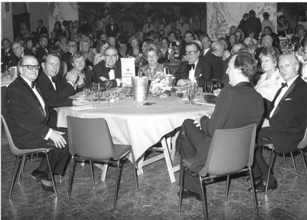 8 JR met minister Chabert , Gouverneur Kinsbergen.