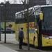 de bus,en stuk van de muur in berlijn
