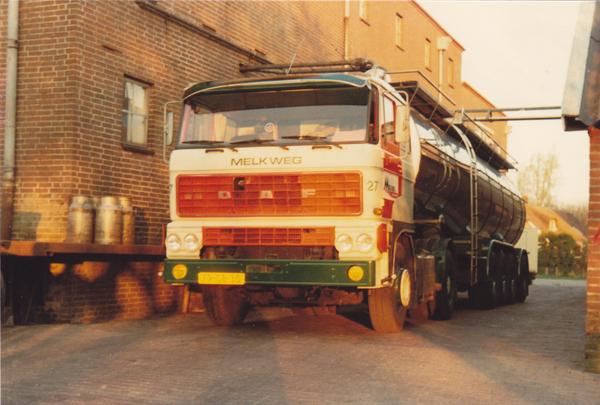 1981 apr Melkweg Zwolle,_nr, 27 laadt in Rouveen,
