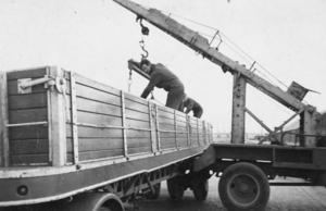 Nijdam, lossen in Amsterdam Appie Hoving  1955
