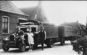 feenstra  plm.1938. Chevrolet met  Leeuwarden. Op de foto mijn va