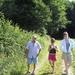 Vake met de kleindochters op wandel