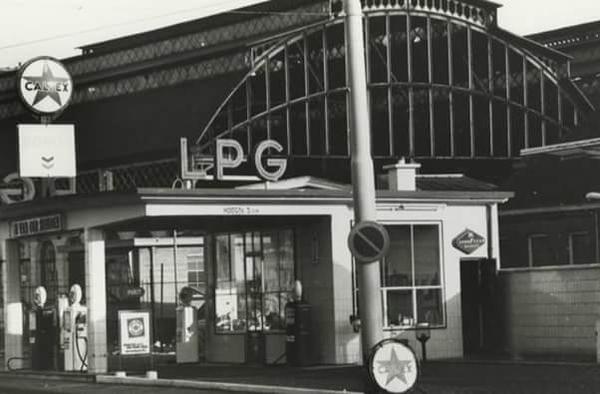 Caltex benzine station aan de Lekstraat naast het SS1969
