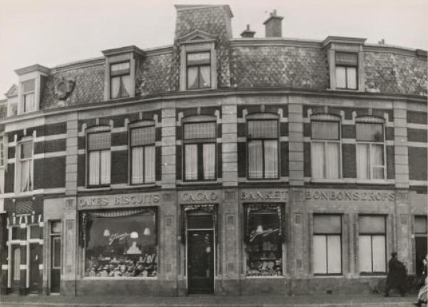 1950 Neptunusstraat 60, winkel van C. Jamin.