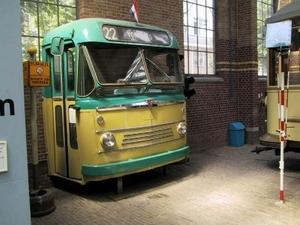 Bus 22 in de museummuur 10-06-2001