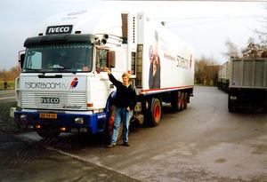 BR-74-XX  Appie naast de truck