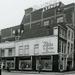Grote Marktstraat (links), met rechts de Wagenstraat .1960