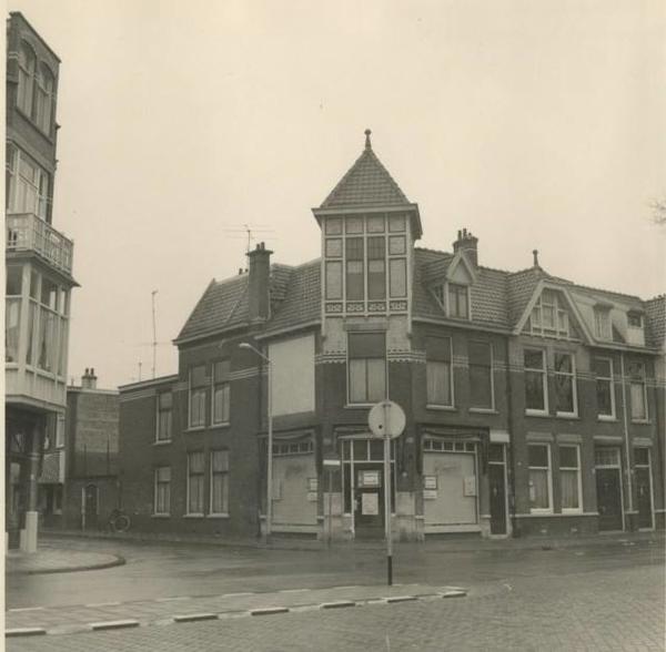 1967 Van Boetzelaerlaan, winkel van C. Jamin (Van Egmondstraat 1)