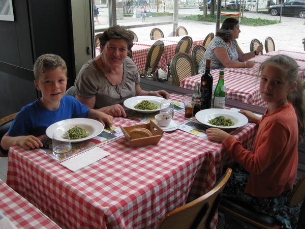 26) We eten pasta Pesto