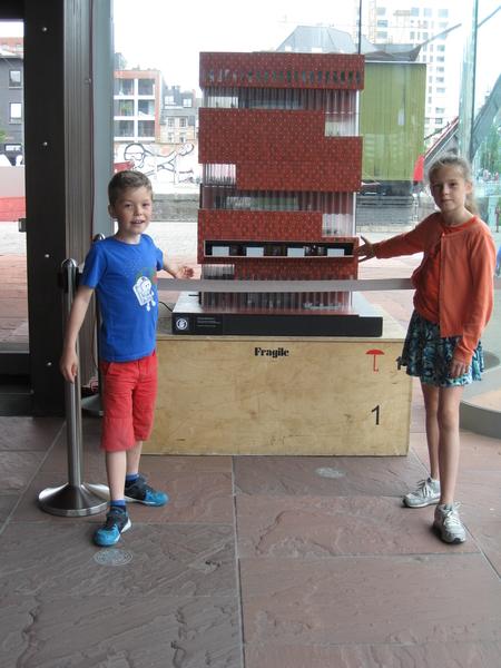 42) Jana & Ruben bij maquette Mas