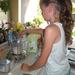 131) Jana voegt zout toe