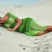 achtergrond-vrouw-groene-jurk-strand-foto-zomer
