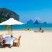 foto-van-een-prachtige-vakantiebestemming-aan-zee-met-tafel-stoel
