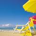 hd-zomer-wallpaper-met-strandstoel-en-gele-parasol-hd-strand-acht