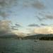hd-achtergrond-met-meer-met-boten-en-donkere-wolken