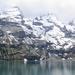 hd-achtergrond-met-blauw-meer-in-bergen-met-sneeuw