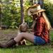 achtergrond-met-een-mooie-foto-van-een-meisje-met-haar-hond