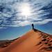 hd-achtergrond-met-een-man-op-een-heuvel-in-de-woestijn-hd-wallpa
