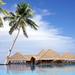 hd-zomer-wallpaper-met-vakantiehuisjes-op-het-water-met-palmbomen