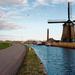 landschap-met-een-molen-en-een-kanaal-met-boten-hd-nederland-acht