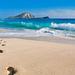 zomer-achtergrond-hawai-eiland-zee-strand-voetsporen-in-zand-blau